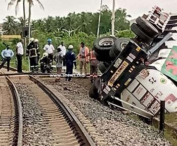 Locomotive engine crashes into GOIL fuel tanker at Takoradi