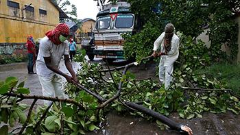 Cyclone devastates Kolkata, leaves scores dead