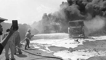 Explosion of two tankers, kills boy 2, at Apremdo