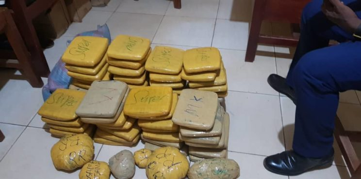 4 grabbed for allegedly possessing 138 slabs of cannabis