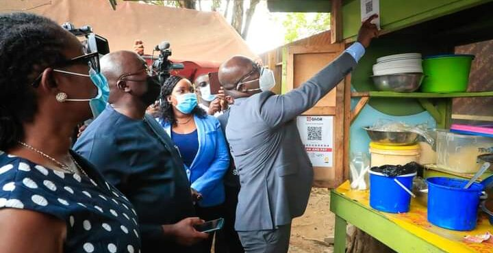 Dr.Bawumia unveils Ghana's QR Code, buys waakye by the roadside