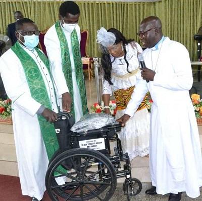 Rev. Abakah donates to Bethel Methodist Society