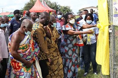 Ursula Owusu-Ekuful inaugurates ICT laboratory for Sefwi Wiawso SHS